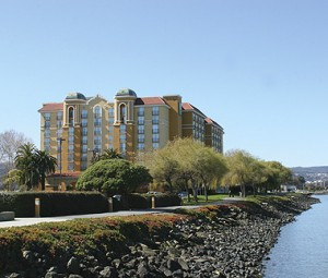 Photo of Burlingame hotel along the bay